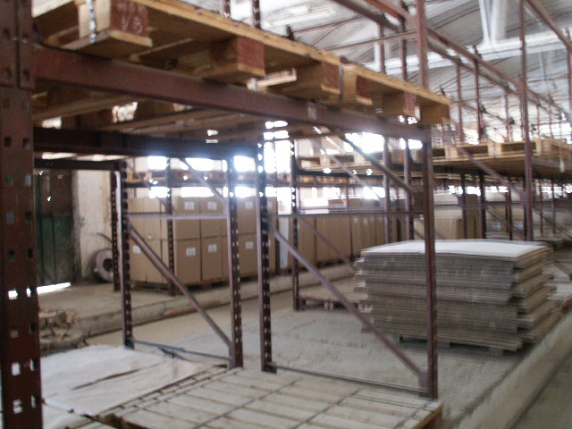 STORAGE AREAS  1.600 sqm Comanesti Romania -